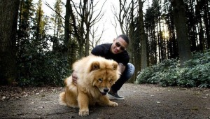 3.Memphis Depay: A Dutch footballer who plays as a winger for Lyon (French Club) and Netherlands National team. His pet Simba, the Chow-Chow is often seen strolling through tranquil pathways with his suave master. Chow-Chow in Chinese dialect means fluffy lion dog. Image http://www.90min.in
