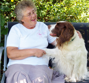 Image-(chatting with dog) http://the-daily.buzz/
